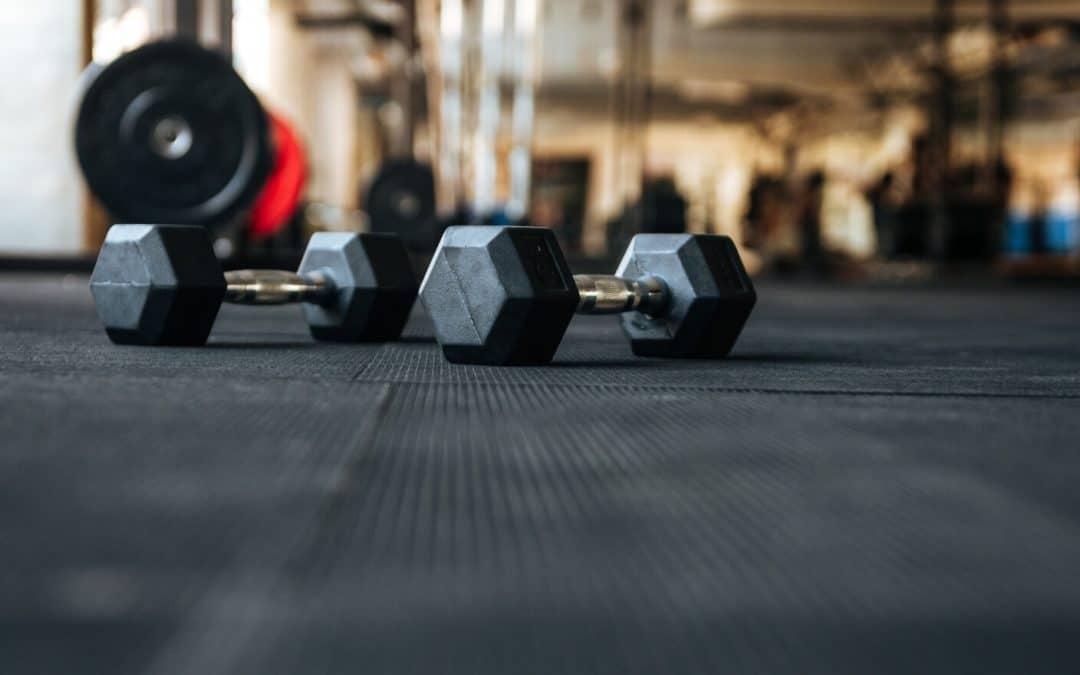 Warstwa spodnia podłogi sportowej – jaka powinna być?